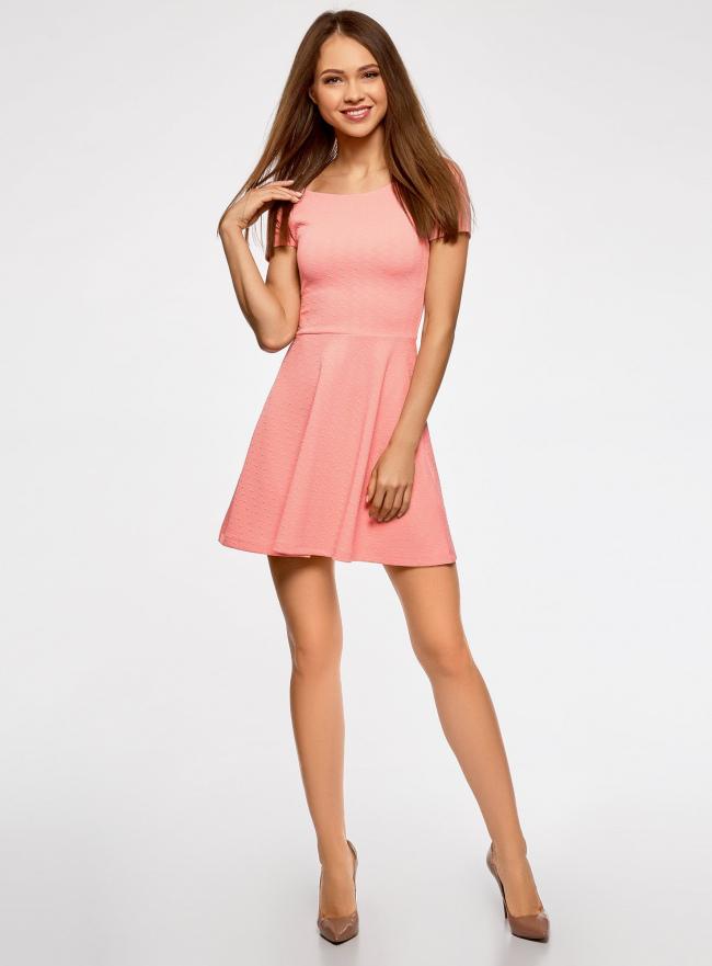 Платье приталенное с V-образным вырезом на спине oodji для женщины (розовый), 14011034B/42588/4100N