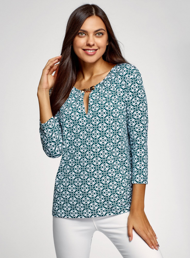Блузка из струящейся ткани с металлическим украшением oodji для женщины (зеленый), 24201021/43121/1065O