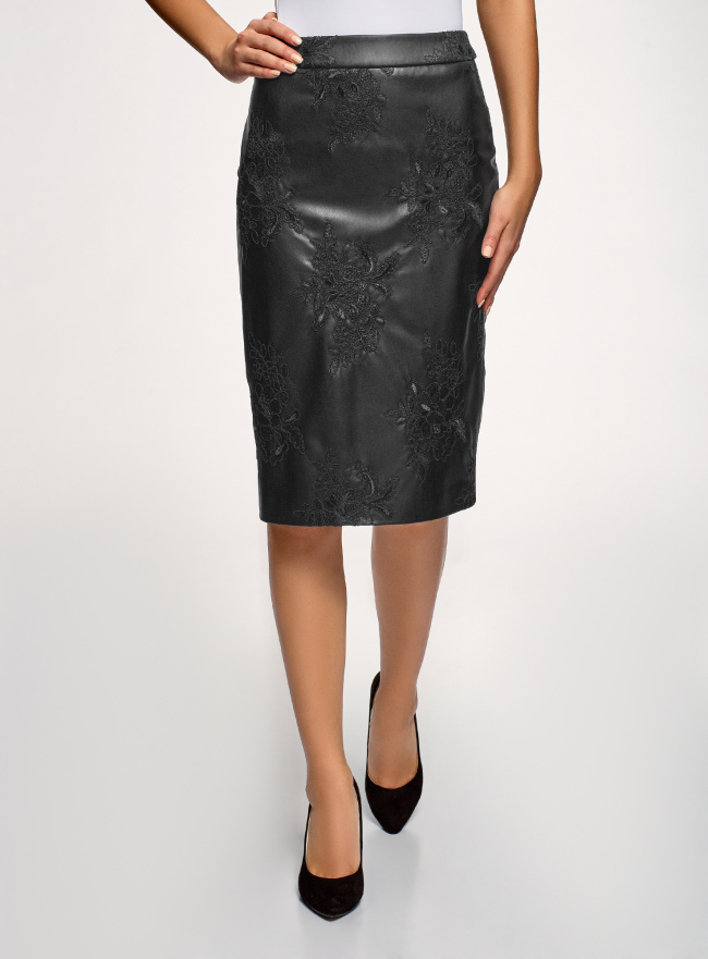 Юбка из искусственной кожи с декором oodji для женщины (черный), 18H01011/49091/2900N